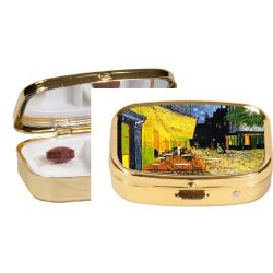 FRI.18241 Gyógyszeres fémdoboz 2 fakkos, 5,1x1,8x3,6cm,van Gogh:Kávéház éjjel